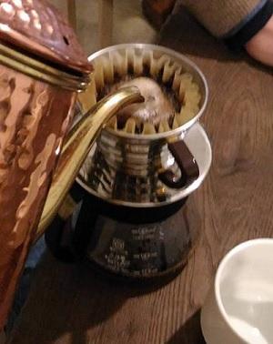 2月の会で披露された参加者の新しいコーヒーのドリップキット